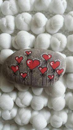 kleine herzen auf flusssteine malen Kindness Rocks, Rock Painting Kids, Rock Painting Designs, Pebble Painting, Pebble Art, Stone Painting, Diy Painting, Heart Painting, Painting Flowers