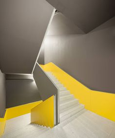 CIB / Vaillo & Irigaray © Ruben P. Bescos Architects from Archdaily. Staircase with yellow and grey with metallic stairs Interior Stairs, Interior And Exterior, Bauhaus, Yellow Stairs, Architecture Design, Espace Design, Stair Handrail, Railings, Stair Detail