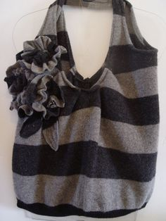 DIY Bags: Duwop Designs: Upcycled Wool Sweater Bag by The Thrift Store Educator – Diy Thrift Store Crafts Sewing Hacks, Sewing Crafts, Sewing Projects, Recycled Sweaters, Wool Sweaters, Thrift Store Crafts, Old Sweater, Jumper, Diy Purse
