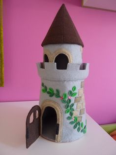 This is cute! I'm going to make this for my future children, but instead of gray, I'm using PINK felt!!! :-)