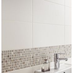 Carrelage mural Loft en faïence, blanc ivoire n°5, 20 x 50.2 cm - 24.95€ / m² Traditional Bowls, Home Staging, Powder Room, Tile Floor, Sink, Sweet Home, House, Home Decor, Leroy Merlin
