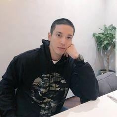 lookin' like a badboy!!  I love the look Jung Yong Hwa senpai ~