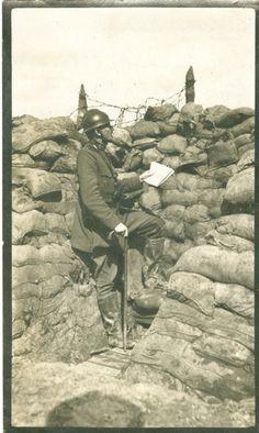 Wachten en observeren. Beide partijen brachten mekaars stellingen in kaart. Dagelijks vielen slachtoffers bij verkenningsopdrachten. Luitenant Arthur Lupsin (2e compagnie Cyclisten) sneuvelde op 26 april 1916 bij Steenstraat. [Museum van het Kamp van Beverlo - A/9.024]