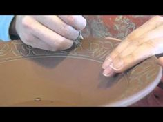 how to carve in clay. great sgraffito demonstration by Shackleton Thomas