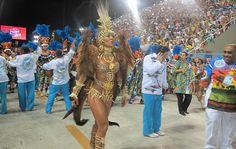 Rainha da bateria da Vila Isabel, Sabrina Sato mostra que está pronta para requebrar na Sapucaí