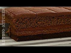 Prajitura Cleopatra cu ciocolata este numita si regina prajiturilor.Cand ai mancat ultima data o prajitura cu ciocolata pe care sa No Cook Desserts, Dessert Recipes, Romanian Desserts, Cleopatra, Something Sweet, Tiramisu, Caramel, Biscuit, Food And Drink