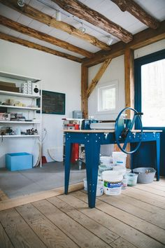 A talented, creative friend of mine got me in touch with Michele Michael of  Elephant Ceramics, and greatly urged me to visit her beautiful studio  tucked deep into the woods of Maine. Situated right past a farm, alongside  a river, and up wooded hill sits the home and studio of Michele and her