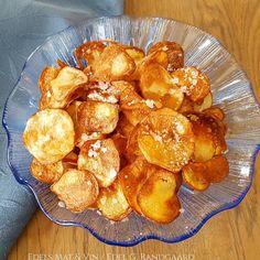 Edels Mat & Vin: Hjemmelaget potetchips i AirFryer ♫ Pretzel Bites, Chips, Bread, Food, Red Peppers, Potato Chip, Breads, Baking, Meals