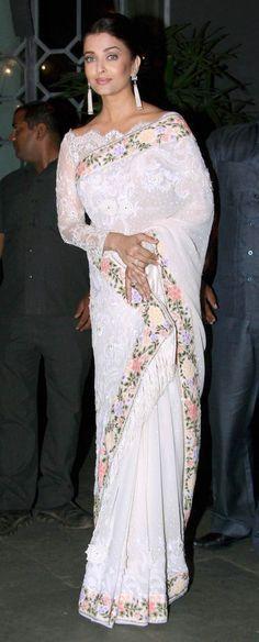 Beautiful Aishwarya Rai Bachchan, #Saree, Blouse, Earrings... at Sanjay Leela Bhansali's party to celebrate his National Awards for Bajirao Mastani (April, 2016)
