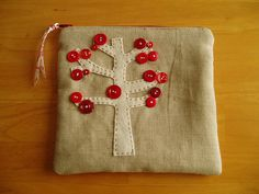love this pouch; combo of red, linen, buttons, felt, embroidery.  from Hip to Piece Squares on flicker
