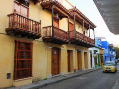 Balcones renovados en la ciudad amurallada. Por Iván Lara.