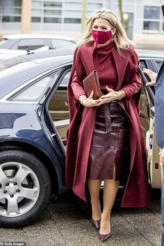 La Haye, Sparkle Outfit, Style Royal, Blue Puffer Jacket, Dutch Women, Red Wool Coat, Leather Skirt, Leather Jacket, Casa Real