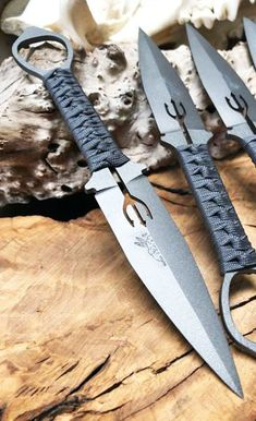S & R Knives is best knives store in Canada selling folding, military, Swords, buck knives & swords in Ontario GTA. Best price hunting knives & knives sharpeners supplier in Canada Armas Ninja, Benchmade Knives, Tactical Knives, Tactical Life, Pretty Knives, Cool Knives, Swords And Daggers, Knives And Swords, Beil