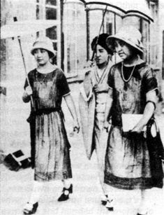 Modern Girls or Modan Garu in Japan. Japan's fashion during the 1920's fascinates me as it's a beautiful blend of traditional Japanese clothing and of the ever increadingly popular flapper image. See here as the women in cloches walk with parasols with a woman in a kimono holding a beautiful umbrella.