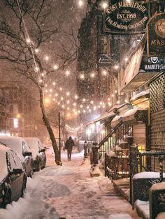 plasmatics-life: Winter Night - New York City - {by Vivienne. (Georgiana Design) plasmatics-life: Winter Night - New York City - {by Vivienne. (Georgiana Design) Winter Night - New York City - {by Vivienne Gucwa} Leonie Eidt - Winter Szenen, New York Winter, Toronto Winter, Winter Ideas, Winter White, City Aesthetic, Travel Aesthetic, Aesthetic Dark, Aesthetic Pastel