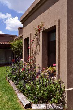 Single Storey House Plans, House Entrance, Village House Design, House Exterior, Classic House Exterior, Mexico House, Architecture Exterior, House Paint Exterior, Craftsman Style Homes