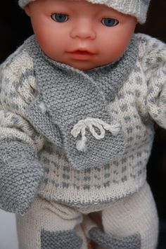 Baby born knitting pattern - Oscar by Maalfrid Gausel - (Islender) traditional fisherman sweater Knitting Dolls Free Patterns, Knitted Dolls Free, Doll Clothes Patterns, Clothing Patterns, Baby Born Kleidung, Doll Dresses, Sweaters, Knitting Patterns Baby, Dressing Up