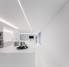 Fran Silvestre Arquitectos Design a House in a Pine Forest in Paterna, Spain Interior Minimalista, Minimalist Interior, Minimalist Living, Interior Modern, Casa Kardashian, Recessed Ceiling, Recessed Light, Pine Forest, Prefab Homes