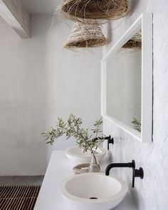 〚 Stone wall in the kitchen and other Mediterranean touches: beautiful renovation of small California home 〛 ◾ Фото ◾Идеи◾ Дизайн Home Design, Interior Design, Interior Colors, Interior Plants, Interior Ideas, Interior Inspiration, Modern Bathroom Design, Bathroom Interior, Bathroom Ideas