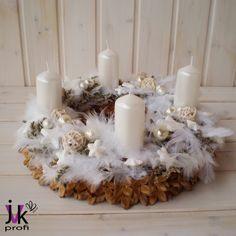 Adventní věnec Angel – Potvor - pomáhat tvořit Christmas Candle Decorations, Table Decorations, Advent Wreath, Pillar Candles, Angles, Centerpieces, Wreaths, Homemade, Home Decor