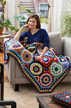 Make your home nice and cozy with tons of crochet afghans. You can learn how to make easy crochet afghans with these free crochet afghan patterns that will brighten up every room in your house. Crochet Afghans, Motifs Afghans, Crochet Motifs, Afghan Crochet Patterns, Crochet Squares, Granny Squares, Crochet Blankets, Crochet Circles, Knitting Patterns