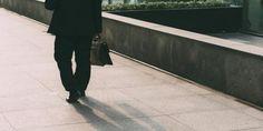 עמותות להשמת בנות שירות לאומי חשודות כי נקטו בשיטה של דיווחים כוזבים או כפולים במטרה להונות גופים ציבוריים. רשות המיסים והמשטרה פשטו על משרדיהם של כמה מן העמותות.