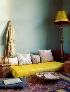 51 Inspiring Moroccan Living Rooms : 51 Relaxing Moroccan Living Rooms With Blue Wall Yellow Sofa Pillow Table Lamp Carpet Cushion