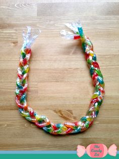 How to Braid a Gummy Worm Candy Lei Candy Lei made out of Gummy worms Diy Graduation Gifts, Graduation Leis, Preschool Graduation, Candy Lays For Graduation, Graduation Parties, School Parties, Hawaii Crafts, Candy Necklaces, Money Lei