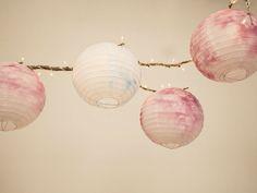 DIY-Anleitung: Leuchtend bunte Lampions gestalten / diy tutorial for beautiful lampions via DaWanda.com