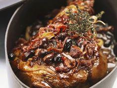 Italienischer Lammbraten mit Oliven ist ein Rezept mit frischen Zutaten aus der Kategorie Lamm. Probieren Sie dieses und weitere Rezepte von EAT SMARTER!