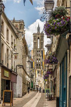 Laon: Rue Châtelain   Picardie, France