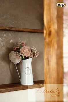 Designová vysoce odolná dekorační stěrka ZERO MagicTouch pro interiér a fasádu v koupelnovém provedení. Díky perfektní čistitelnosti a odolnosti umožňuje skvělou údržbu bez pracného čištění spár. Více než 270 barevných variant a stovky možností dekorů.