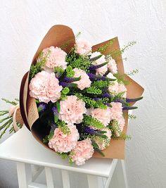 Flower Bouquet Boxes, Bouquet Wrap, Gift Bouquet, Bouquets, Beautiful Flower Arrangements, Floral Arrangements, Amazing Flowers, Beautiful Flowers, How To Wrap Flowers