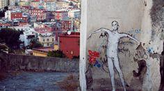 Reporter Iris fotografeerde deze straatkunst langs de Via Pedamentina, aan de voet van de Vomero in Napels.  https://www.reiskrantreporter.nl/reports/2776-de-mooie-chaos-van-napels