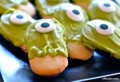 Easy Despicable Me-Inspired Monster Eyes Halloween Cookies | eMeals
