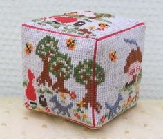 3D cube of the Story of Little Red Riding Hood... free pattern :)