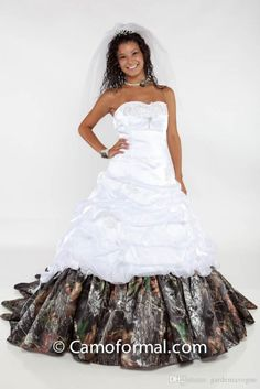 Organza Pickups Camo Wedding Dresses with White Pleats and Ruffles Strapless Chapel Train Forest Realtree Plus Size Ball Gowns Bridal Dress