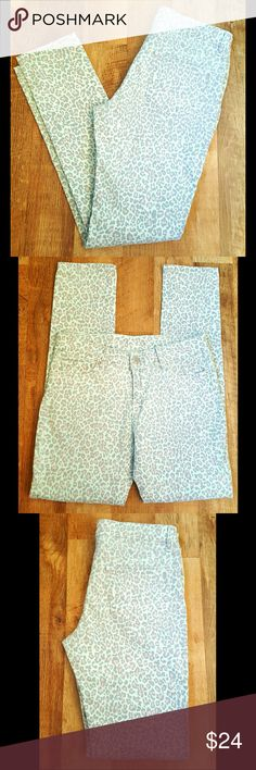 "Skinny Jeans Leopard Pastel Mint Size 28 NWOT Skinny 5 pocket Jeans Leopard Pastel Mint Peach and Grey colors  Matte silver hardware  Waist= 28""  Inseam= 28"" Boutique Jeans Skinny"