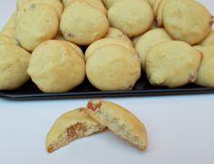 Fursecuri rapide cu stafide - Bunătăți din bucătăria Gicuței Hot Dog Buns, Hot Dogs, Deserts, Bread, Food, Brot, Essen, Postres, Baking