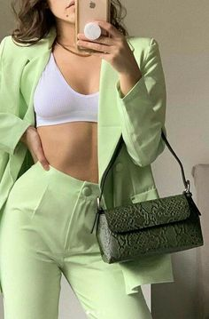 Aesthetic Fashion, Aesthetic Clothes, Look Fashion, Fashion Tips, Fashion Trends, Aesthetic Green, Fashion Hacks, Fashion Belts, Fashion Websites