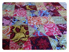 Heirloom Quilt Tutorial - from Jera Brandvig / Quilting in the Rain;  Make QST;  alternate them with plain blocks;  then when you are ready to quilt, machine stitch / top stitch along the QSTs as an easy way to keep stitching straight.