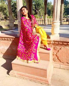 Patiala Suit Designs, Patiala Salwar Suits, Pakistani Dresses, Indian Dresses, Indian Outfits, Punjabi Fashion, Indian Fashion, Trajes Punjabi, Punjabi Suit Simple