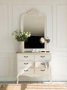 Mirrors – Home Decor : 00412616 O. comoda vintage 00412616 O -Read More – Interior Design Inspiration, Interior Ideas, Decorative Objects, Interiores Design, Home Furniture, Home Goods, Sweet Home, Vanity, Room Decor