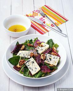 Garden Orache, Wild Garlic and Blue Cheese Salad Vegan Vegetarian, Vegetarian Recipes, Blue Cheese Salad, Wild Garlic, Deli, Nom Nom, Food Photography, Food And Drink, Veggies