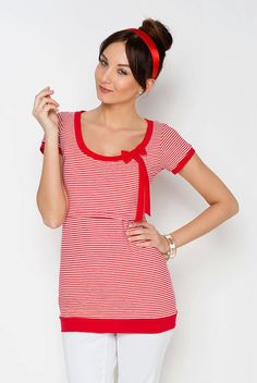Viva la Mama | The red-white lined and short-sleeved nursing & maternity shirt SAILOR has a beautiful maritime style. Due to the red loop at the collar it is also feminine and playful. The shirt makes discreet breastfeeding everywhere possible.