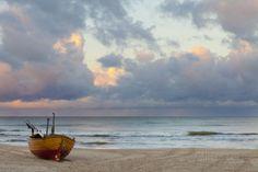 Boat on Beach, Ahlbeck, Island of Usedom, Baltic Coast, Mecklenburg-Vorpommern, Germany, Europe Lámina fotográfica
