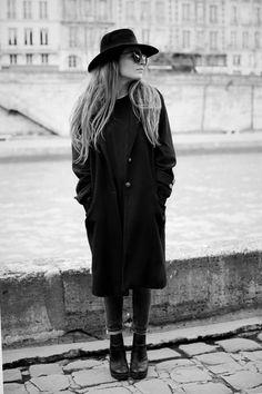 B&W by the Seine
