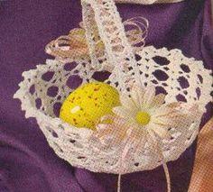 DIY Crochet Basket free pattern. Would make for a nice Easter decoration.