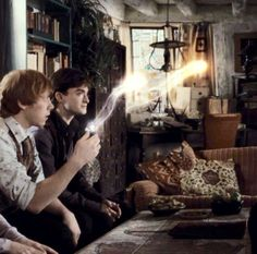 Harry and Ron and the deluminator Always Harry Potter, Harry Potter Universal, Harry Potter World, Deathly Hallows Part 1, Welcome To Hogwarts, Love Me Better, Mundo Geek, Yer A Wizard Harry, Mischief Managed
