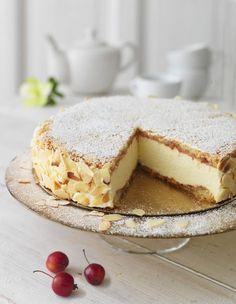 Vit vintertårta med syrlig citronmousse Swedish Recipes, Sweet Recipes, Cake Recipes, Dessert Recipes, New Year's Desserts, Cookie Desserts, Kolaci I Torte, Coffee Dessert, Food Cakes